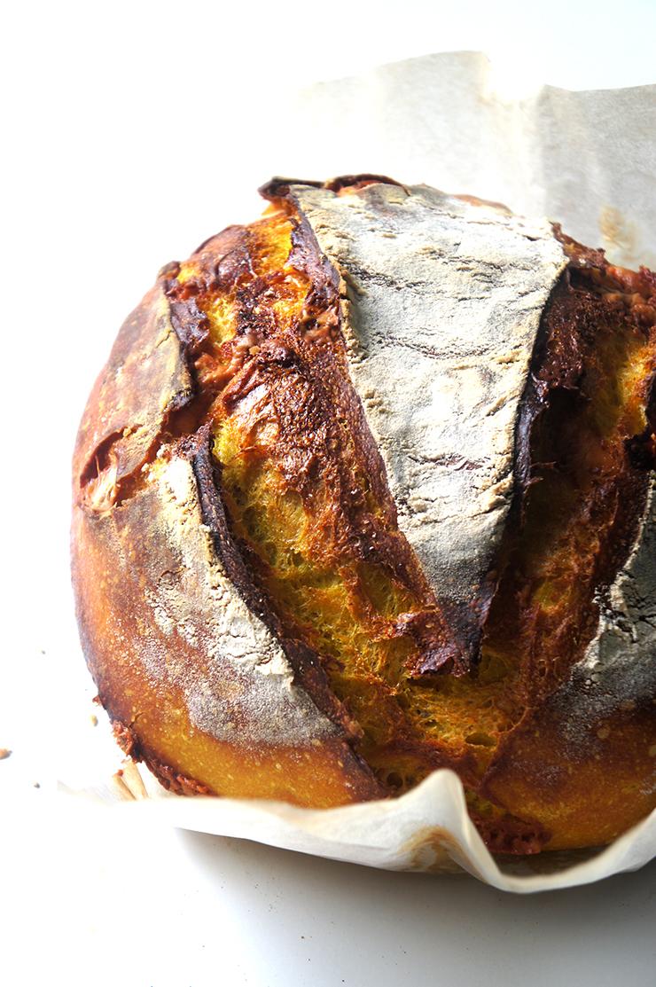pain au curcuma et gouda au levain